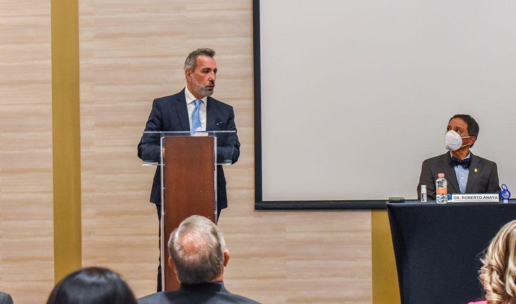 Dr. Ricardo Acosta