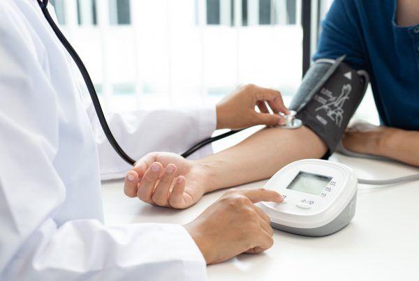 Evaluar la presión arterial